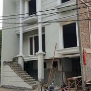 Rumah Baru 3 Lantai Eksklusive Dan Nyaman Di Jagakarsa Jaksel (22525791) di Kota Jakarta Selatan
