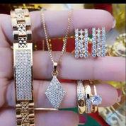 Membeli Segala Jenis Perhiasan Emas Dan Berlian Dengan Harga Tinggi (22626143) di Kota Jakarta Barat