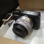 Camera Canon M10 + Lensa Kit . Full Accecories. Masih Baru. Baru 5 Hari Beli. Masih Garansi