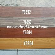 Vinyl Plank Tebal 3mm Motif Kayu Merk Young