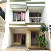 Rumah Baru 2 Lantai Cantik Modern Klasik Di Cipayung Jakarta Timur (23343707) di Kota Jakarta Timur