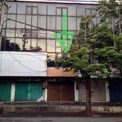 Lokasi Mantap Strategis, Ruko Semut Megah 3 Lantai Depan Jalan Raya (23506399) di Kota Surabaya