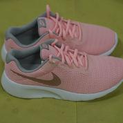 Sepatu Sneakers Nike Tanjun Pink