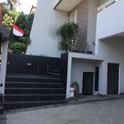 Rumah TERBAIK ADA KOLAM RENANG Di Taman Modern (23850971) di Kota Jakarta Timur