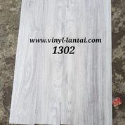 Vinyl Plank Teka Untuk Lantai Tebal 2mm Per Box