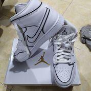 Jordan 1 Mid Iridescent Reflective White (W) - US size 8.5W