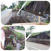 Jalan Dekat Kampus UNAI Kavling Cihanjuang Rahayu, Wisata Lembang, Karyawangi