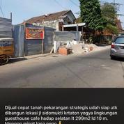 LOKASI STRATEGIS 5 MENIT KE MALIOBORO Lingkungan Guesthouse & Cafe (25725123) di Kota Yogyakarta