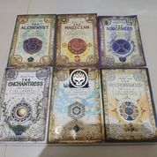 Novel Nicholas Flamel Alchemyst Sorceress Enchantress Michael Scott Magician Warlock Necromancer (26100215) di Kab. Probolinggo