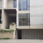 Rumah Dengan Kolam Renang Di Pejaten (26423251) di Kota Jakarta Selatan