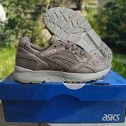 Sepatu Asics Gel Lyte V Taupe Grey (26480291) di Kota Bandung