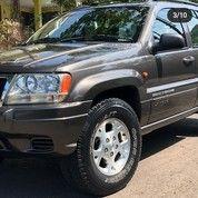 Jeep Grand Cherokee 4.0cc Laredo Th 2000 Abu Metalik Khusus Penggemar (26556591) di Kota Surabaya