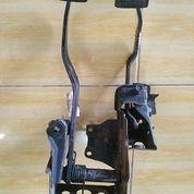 Pedal Kopling Dan Pedal Rem Toyota Avanza VVTi Tahun 2010 (26629671) di Kota Bandar Lampung