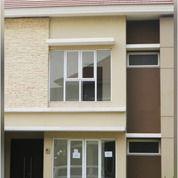 Rumah MINIMALIS HEMAT 2 LANTAI Di JGC (26693679) di Kota Jakarta Timur