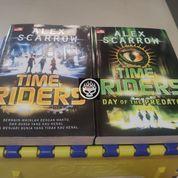 Time Riders Rider Day Of The Predator Alex Scarrow 1 2 Novel Set Bekas Preloved Buku Fantasi (26781171) di Kab. Probolinggo