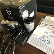 Fujifilm XA2 Mirrorless Camera Complete Set (27051131) di Kota Bekasi
