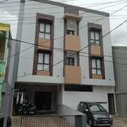 KOSAN 3 Lantai Dengan Furniture Lokasi Strategis Sekali Di Tebet (27288619) di Kota Jakarta Selatan
