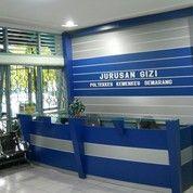 Sekat Ruang Sekaligus Background Kantor Dengan Huruf Nama Perusahan (27387015) di Kota Pontianak