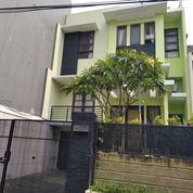 Rumah Dibawah Harga Dekat Mal Kota Casablanca Jakarta Selatan (27586819) di Kota Jakarta Selatan