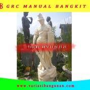 Patung Gladiator Membawa Pedang (27751735) di Kota Magelang
