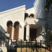 Rumah BERGAYA CLASIK Dan Strategis Di Rawamangun (27836051) di Kota Jakarta Timur