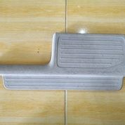 Plastik Jepit Karpet Lantai Toyota Avanza VVTi Pintu Belakang Kiri (28053099) di Kota Bandar Lampung