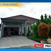 RUMAH MEWAH ADA KOLAM RENANGNYA LOKASI TANGKERANG LABUAI (28340703) di Kota Pekanbaru