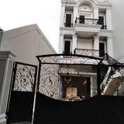 Rumah Design Classic At Tebet Jakarta Selatan (28595327) di Kota Jakarta Selatan