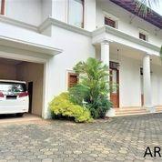 Modern And Luxurious White House In Kemang AR175 (29053424) di Kota Jakarta Selatan