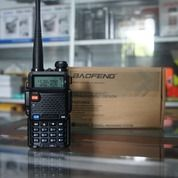 Sedia HT Handy Talky Walkie Talkie Baofeng UV-5R Di Batam (29080780) di Kota Batam