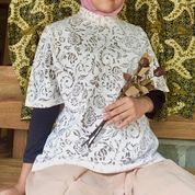 Atasan Wanita Putih Motif Mawar (29571066) di Kab. Sleman