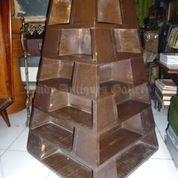 Lemari Patung Unik Bentuk Pyramid Bahan Jati