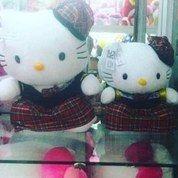 Boneka tokoh kartun jepang HELLO KITTY dress kotak2 SNI 2uk mpuk halus
