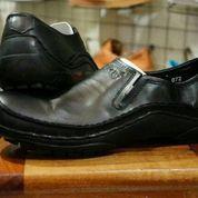 Sepatu casual kulit pria kickers slop hitam (6015843) di Kab. Bandung
