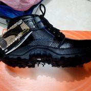sepatu boot/safety shoes handymen tipe 310 termurah