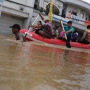 Perahu Karet Zebec armada 380A (8010883) di Kota Tangerang