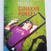 MEMOTRET MODEL GUNAKAN PONSEL Atok Sugiarto (8494873) di Kab. Ngawi