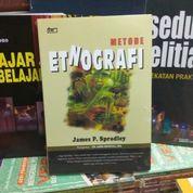 Metode Etnografi , James F. Spradley (8563075) di Kota Malang