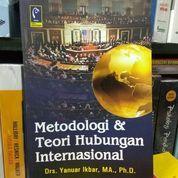 Metodologi & Teori Hubungan Internasional - Yanuar Ikbar (8563235) di Kota Malang