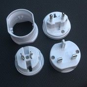 Universal Travel Adapter : Travel Adapter UAR02U