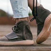 Sneakers Adidas Yeezy Boost 750 (9318279) di Kota Bandung