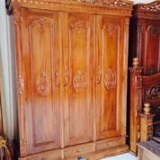 Lemari Pakaian Klasik Rahwana Tiga Pintu