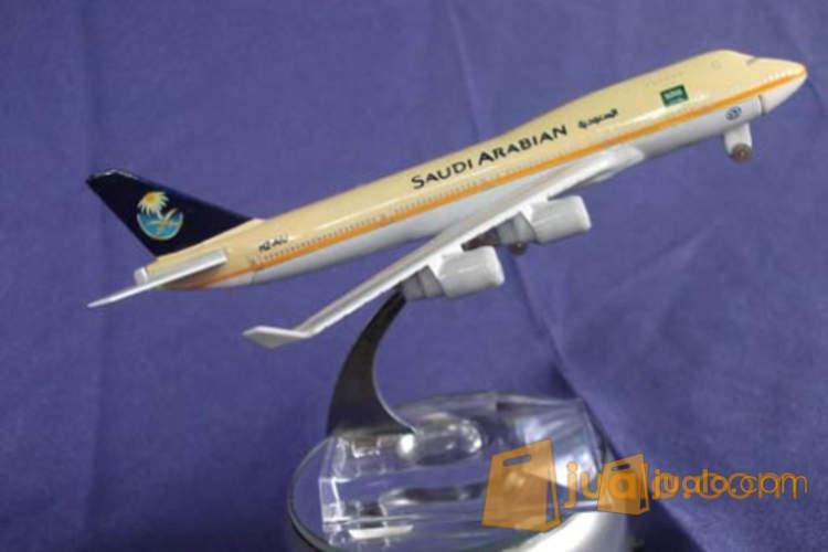 DIE CAST TERBARU SCALE 1:400 PESAWAT AIR ARAB SAUDI AIR PLANE (1162458) di Kota Jakarta Selatan