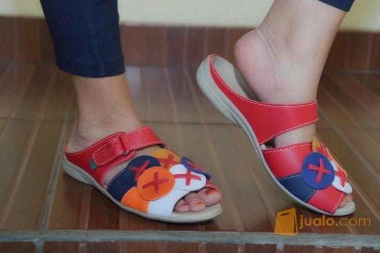 Sandal Motif Kancing (11796533) di Kota Bandung