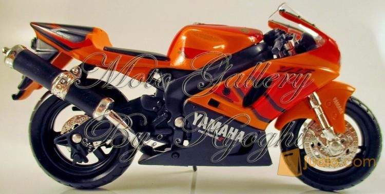 Diecast Maisto Yamaha YZF-R7 WSBK Homologation, Skala 1 / 18 (12000635) di Kota Yogyakarta