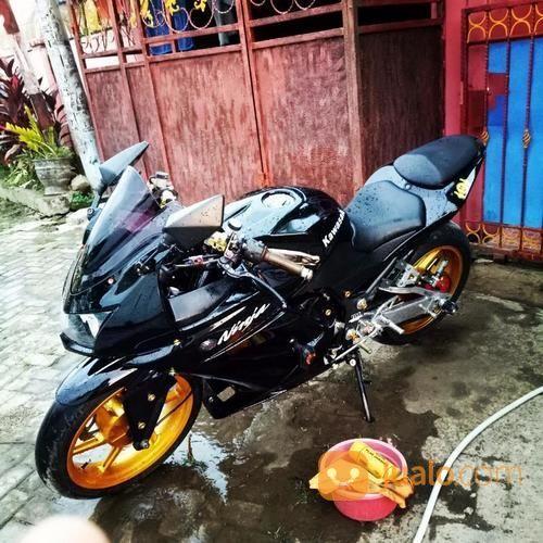 Kawasaki Ninja 250 Tahun 2010 Full Modif Termasuk Sdh Ban Battlax Depan Belakang (13505779) di Kota Makassar