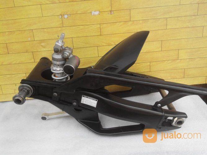 Swing Arm Yamaha R1 (14659369) di Kota Surabaya