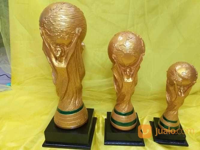 Piala Kejuaraan Bola Set Resin (19395647) di Kota Bandung