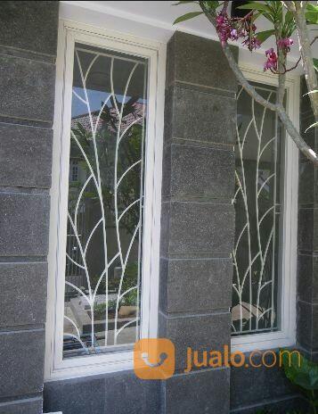 Teralis Jendela Minimalis Pada Jendela Sudut Di Villa Casablanca
