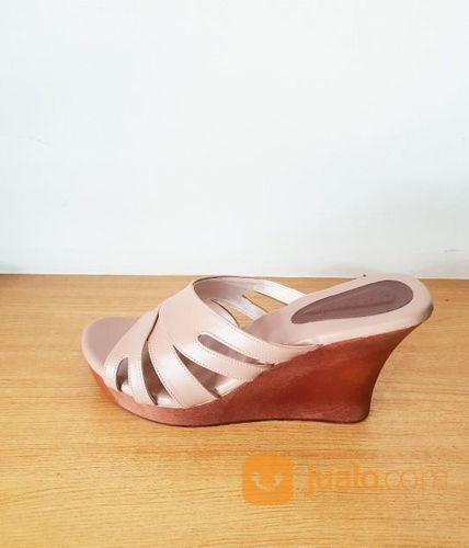 Sandal Sendal Cewe Wanita Kayu Mahoni Wedges Arunni Strip 3 Selop Kelom (21080987) di Kota Sukabumi